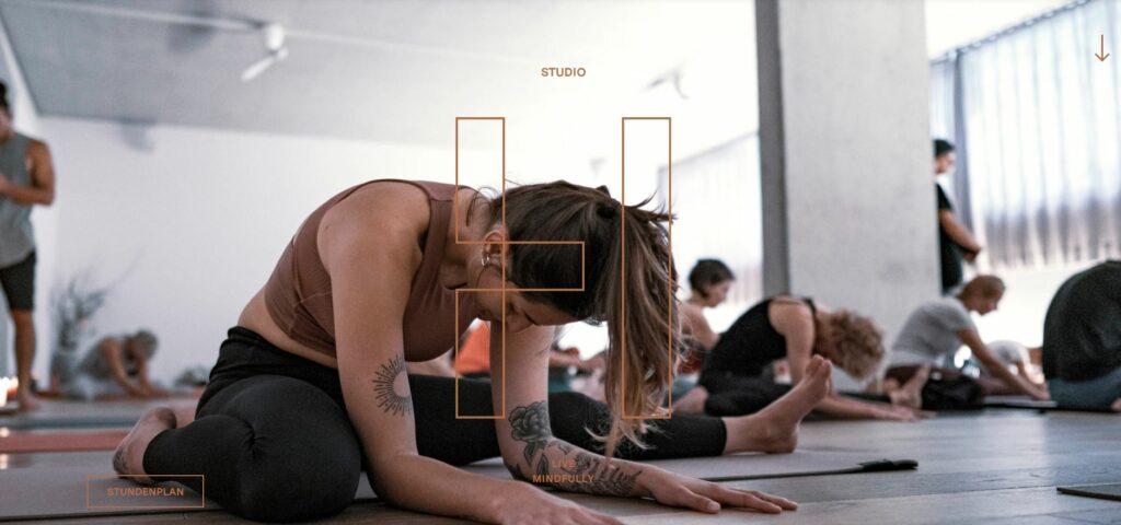 Die Website von Studio herzfeld in Graz, ein perfektes Beispiel für erfolgreiches Yoga Marketing