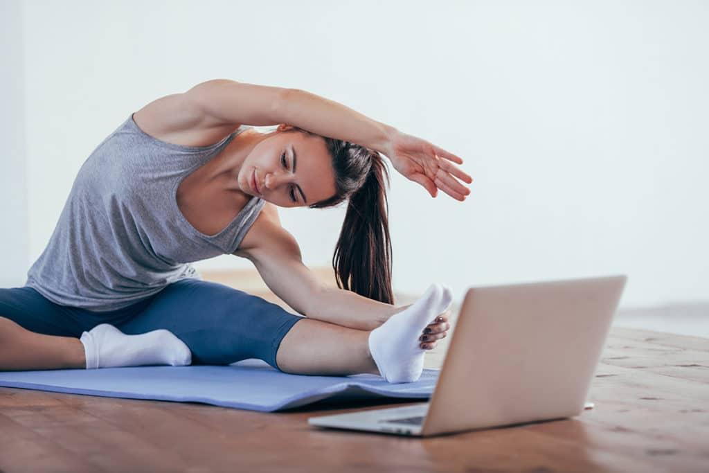Online und Offline Yoga bei Wiedereröffnung kombinieren