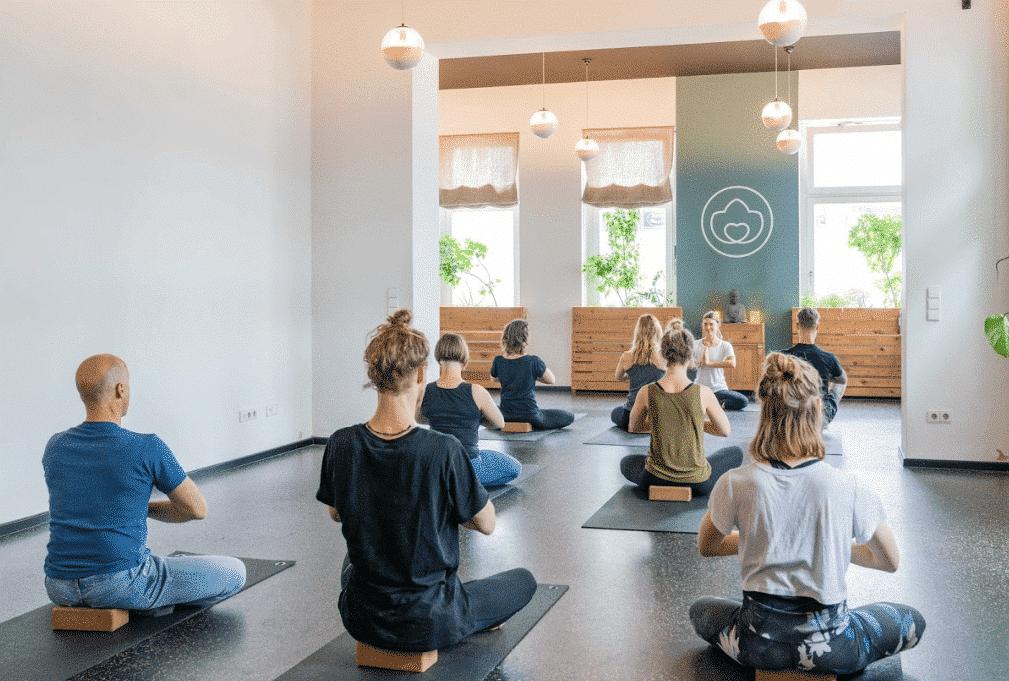 yogibar Berlin Stunde