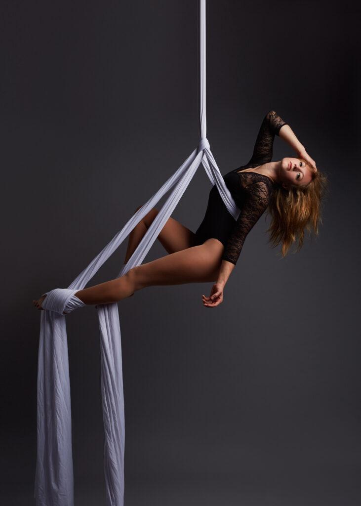 Juliane - Vertical Pole