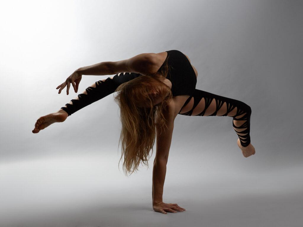 Juliane - Vertical Pole Dance Online