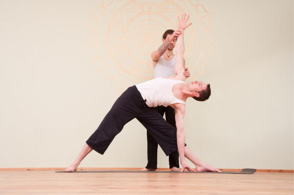 salaire professeur de yoga homme