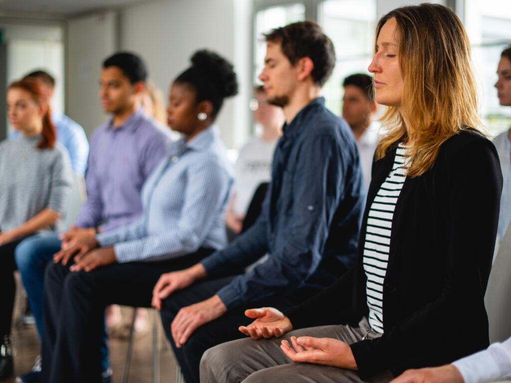 Gruppe während der Meditationslehrer Ausbildung bei Mindfulife