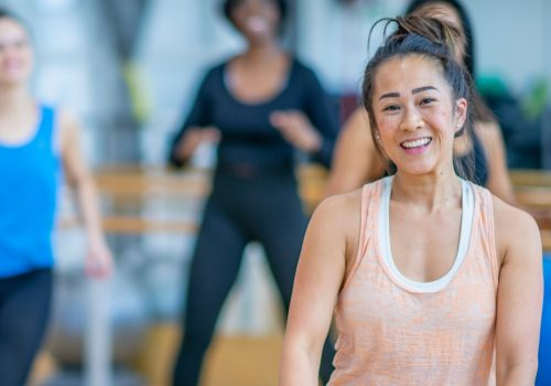 Wann öffnen Fitnessstudios: Eine Studiobesitzerin in ihrem Studio