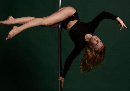 Online Pole Dance im Vertical Pole Studio