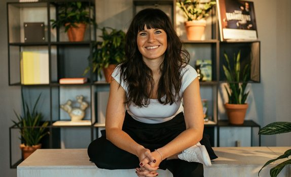 Yogalehrerin und Yoga Marketing Expertin Sibel Lang